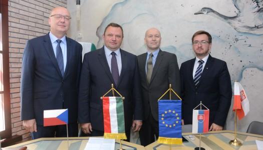 Посли країн В4 в Україні провели у Києві спільну прес-конференцію.